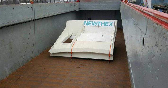Newthex - delivers hull door by boat